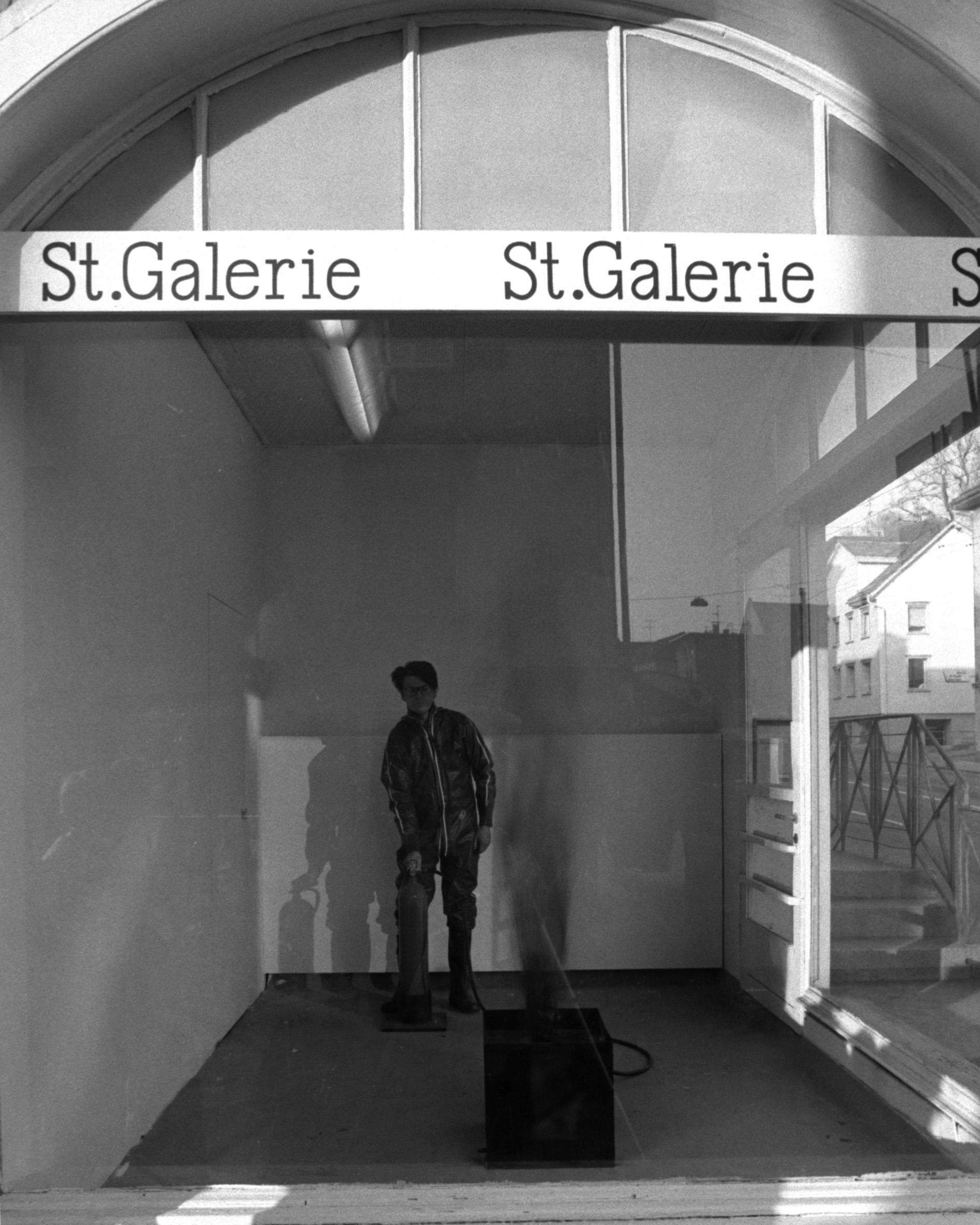 Roman Signers erste Live-Aktion in der St.Galerie