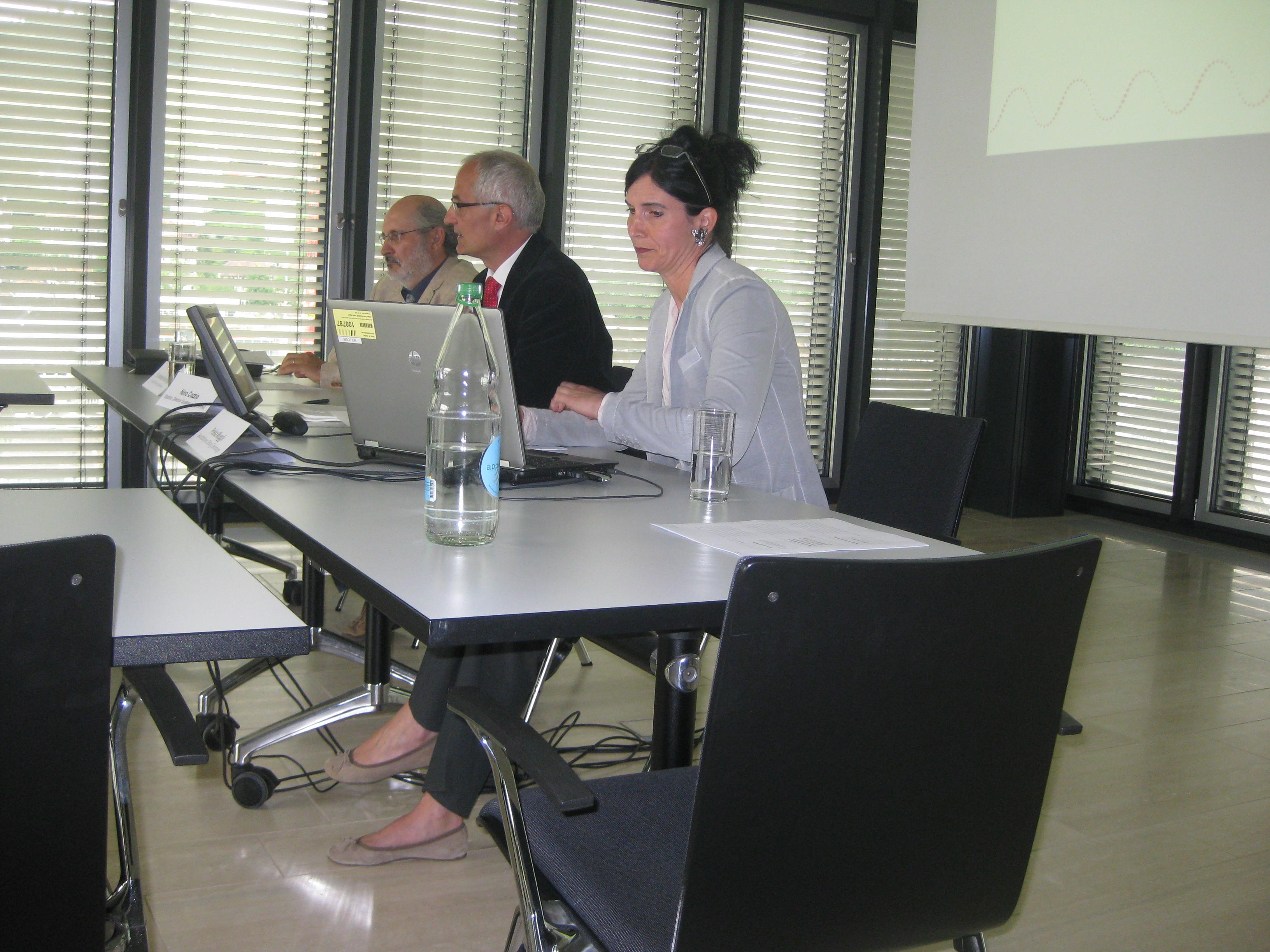 Medienkonferenz im St. Galler Rathaus. Von rechts nach links: Geschäftsführerin Prisma Muggli, Stadtrat Nina Cozzio und Stiftungs-Präsident Reinhold Harringer.
