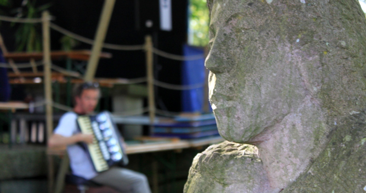 grotto_glatto_Skulptur mit Geri Pekarek