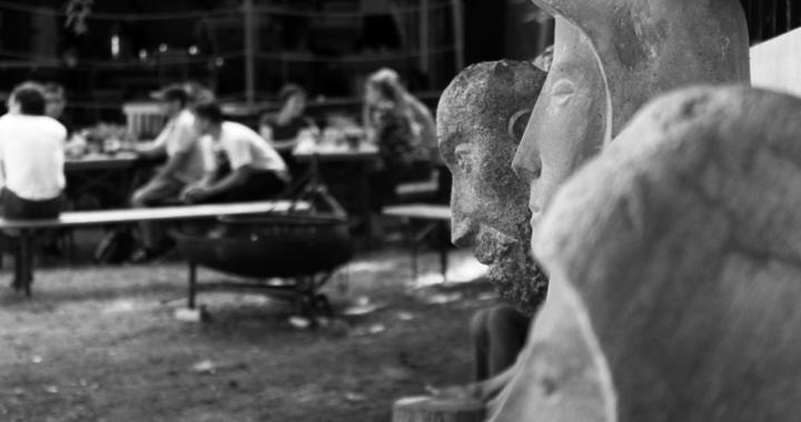 grotto_glatto_skulpturen mit hintergrund
