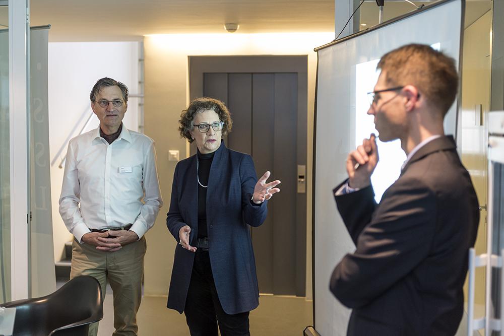 Die Bibliothek in der Hotellobby, Buchstadt St. Gallen startet Pilotprojekt für Tourismusgäste. Einladung zum Mediengespräch 'Buchstadt-Hotelbibliotheken' mit Katrin Hilber, Präsidentin Buchstadt St. Gallen, Claudius Krucker Geschäftsführer Buchstad
