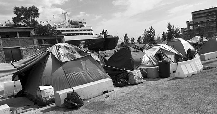 Piräus: jeden Morgen neue Zelte (Bilder: Judith Eisenring)