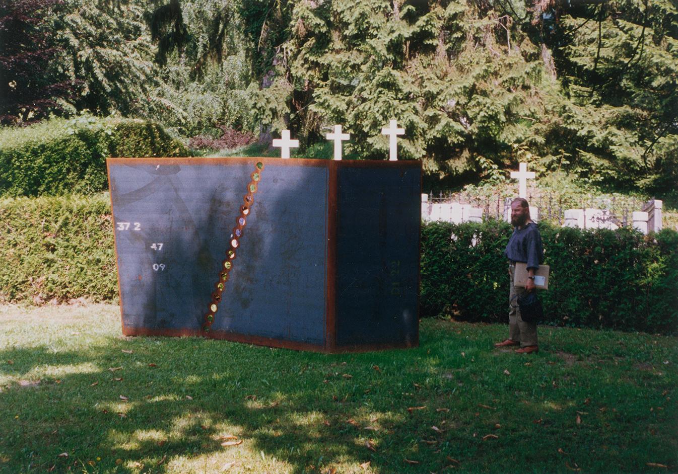 «Gebogen und durchbohrt», 1993, Eisen, Triennale de sculpture contemporaine, Bex