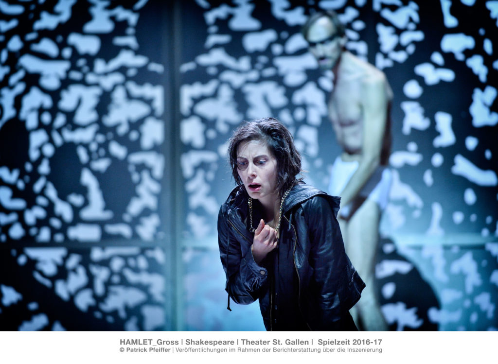 Hamlet_Gross Tragödie von William Shakespeare Inszenierung Barbara-David Brüesch Bühne Stéphane Laimé Kostüme Heidi Walter Musikalische Leitung Christian Müller Musikalische Beratung Christian Zehnder Kampfchoreographie Klaus Figge Dramaturgie Armin Breidenbach