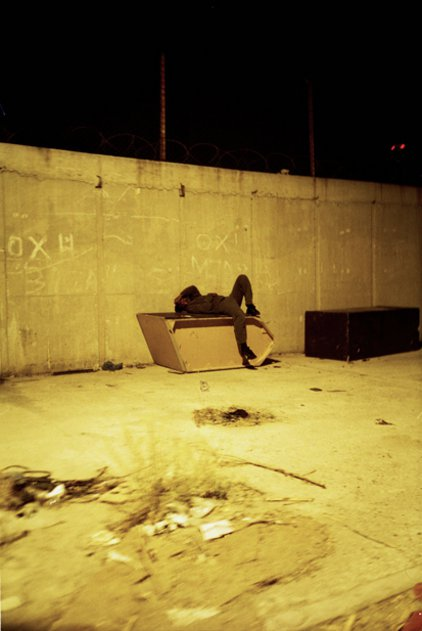 Salaminiasstrasse in der Nacht, entstanden in Griechenland für Kaspar Surbers Buch «An Europas Grenze» (Echtzeit Verlag, 2012). (Bild: Georg Gatsas)