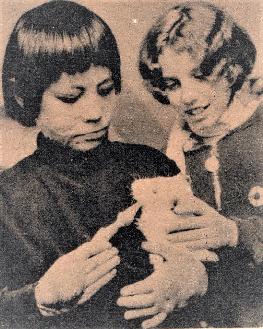 Napalmopfer Son Doan (links) kam als Kind zur medizinischen Behandlung in der Schweiz. (Bild: pd)